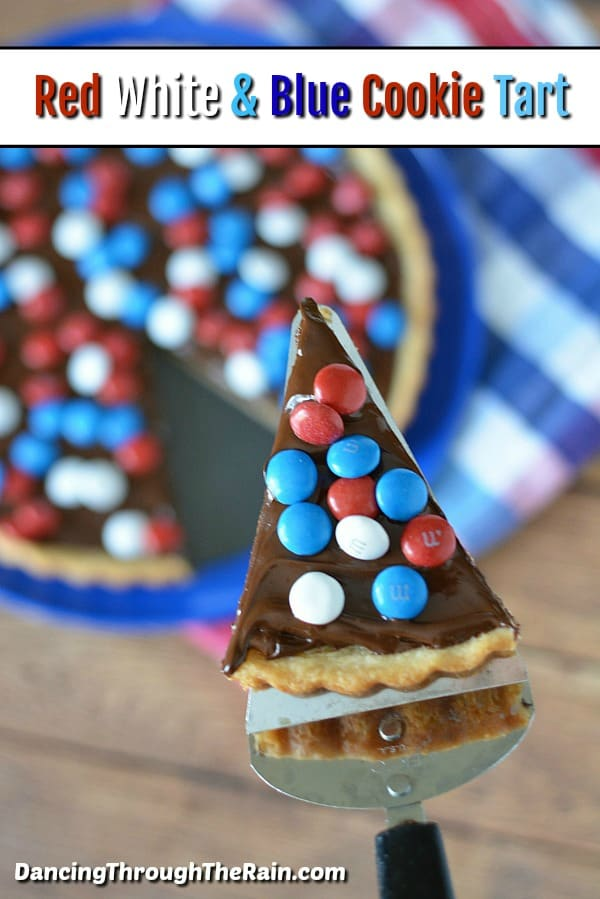 This Red White & Blue M&M's Cookie Tart is perfect for your next 4th of July, Memorial Day or Labor Day barbecue or gathering! Easy red white and blue recipes are the perfect solution! #redwhiteblue #patriotic #desserts #dessertrecipes #4thofjuly #memorialday #laborday
