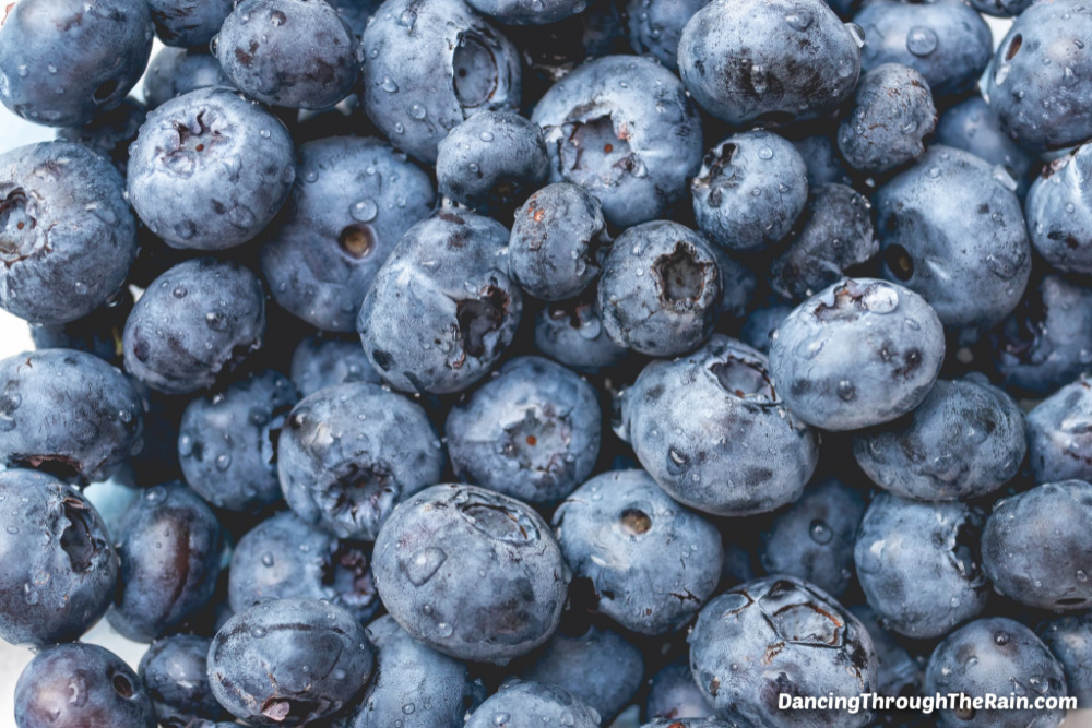 A pile of washed and fresh blueberries
