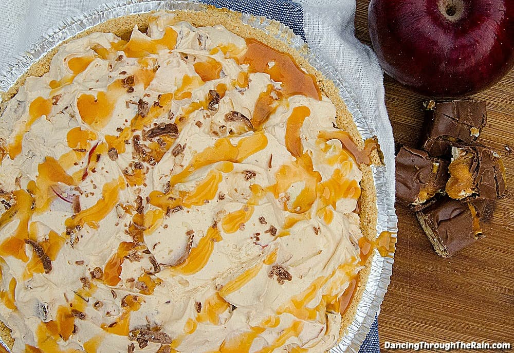 If you are a fan of butterscotch pudding, this Butterscotch Snickers Pie is about to send you over the edge! With apples and whipped topping, everyone is going to love this delicious dessert!